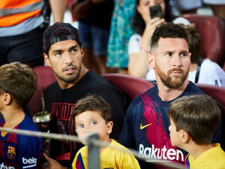 Suarez i Messi tribine